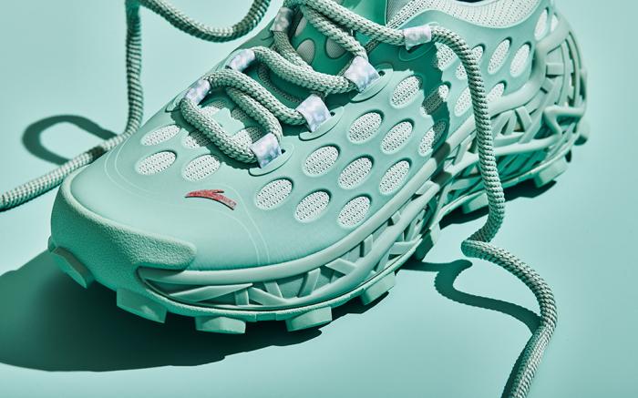 Салехе Бембери представляет две оригинальные туфли, которые он создал с Anta - и они созданы для активного отдыха