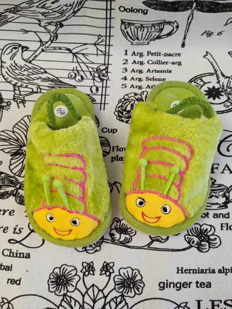 Детские домашние тапочки с резиночкой на пятке ПЧЕЛКА, цвет: зеленый