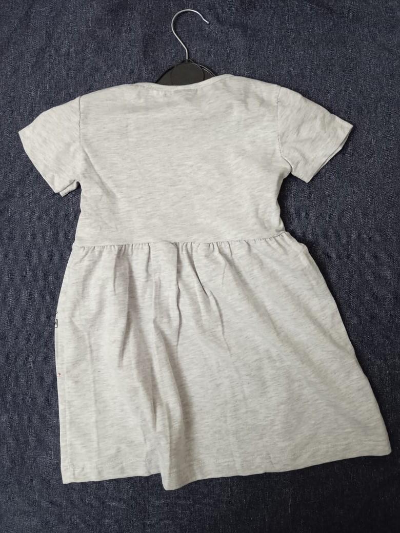 Детское платье для девочки с фламинго, цвет: серый, артикул: PLT4